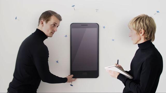 Lenovo Moto Z: Bizarre smartphone advertising!