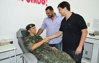 Secretários de Saúde, Julio Cesar Ambrosio, e de Relações Comunitárias, Raphael Teixeira, enaltecem atitude do jovem atirador do Tiro de Guerra