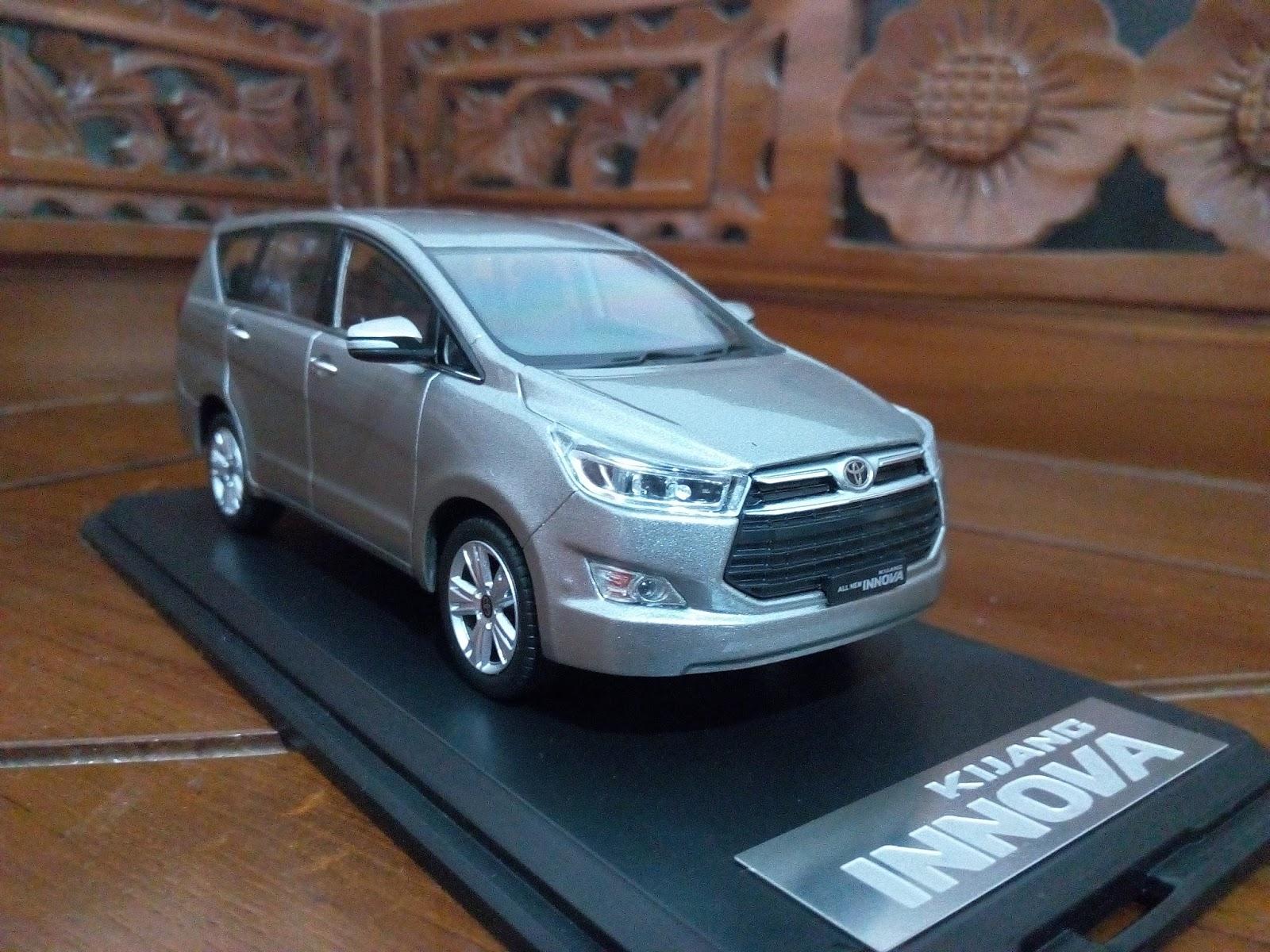 New Kijang Innova Spesifikasi Grand Veloz 1.5 Matic 2016 Miniatur Diecast Mobil Toyota