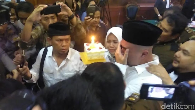 Saat Air Mata Ahmad Dhani Jatuh di Pengadilan Negeri Surabaya