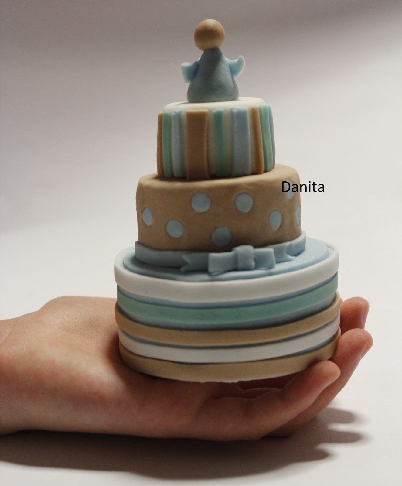 Super Le leccornie di Danita: Torta a righe e pois per comunione PV44
