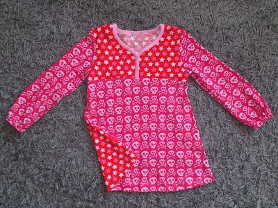fb30ccb5404a Gillar den här modellen på tunika med delad besparing, som gör att man kan  välja olika tyger på delarna. Det fanns bara en halvmeter kvar av båda  tygerna ...