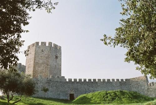 Μερικές πολύ περίεργες ιστορίες πίσω από τα 600 κάστρα της Ελλάδας