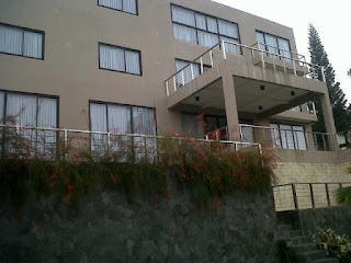 http://vilaistanabungavilage.blogspot.com/2015/12/villa-residence-fasilitas-8-kamar-di.html