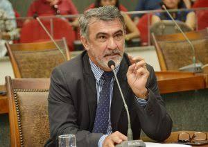 Amélio pede retomada de obra em escola de Araguatins e manutenção de estrada em Itaguatins
