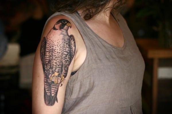tatuagens femininas de pássaros