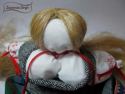 Народная кукла в национальном костюме