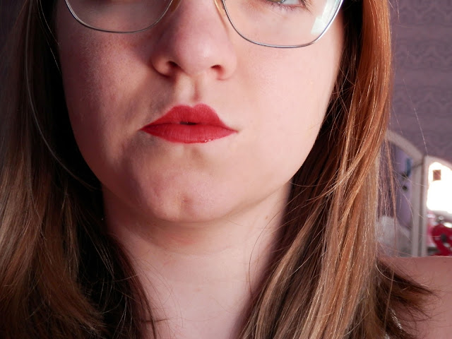 detalhes do batom da by kiss