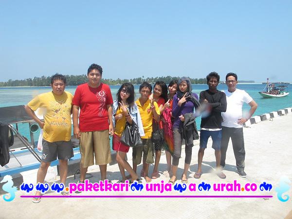 peserta paket karimunjawa foto di dermaga syahbandar