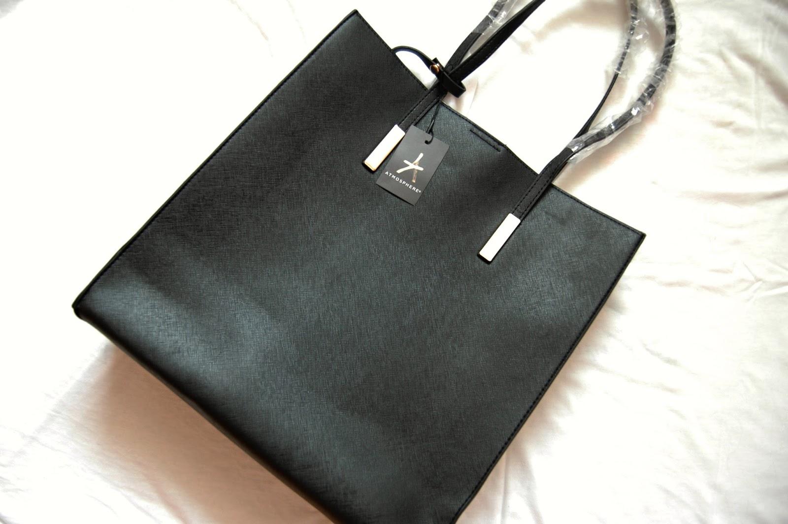 a33e7ab1f5 Potřebovala jsem si nakoupit kabelky. Malé