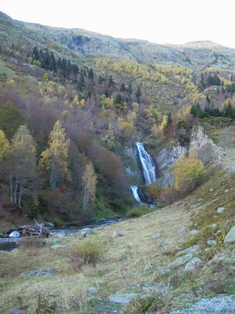 Saut deth Pish a la tardor Varrados Val d'Aran Pirineu de Lleida