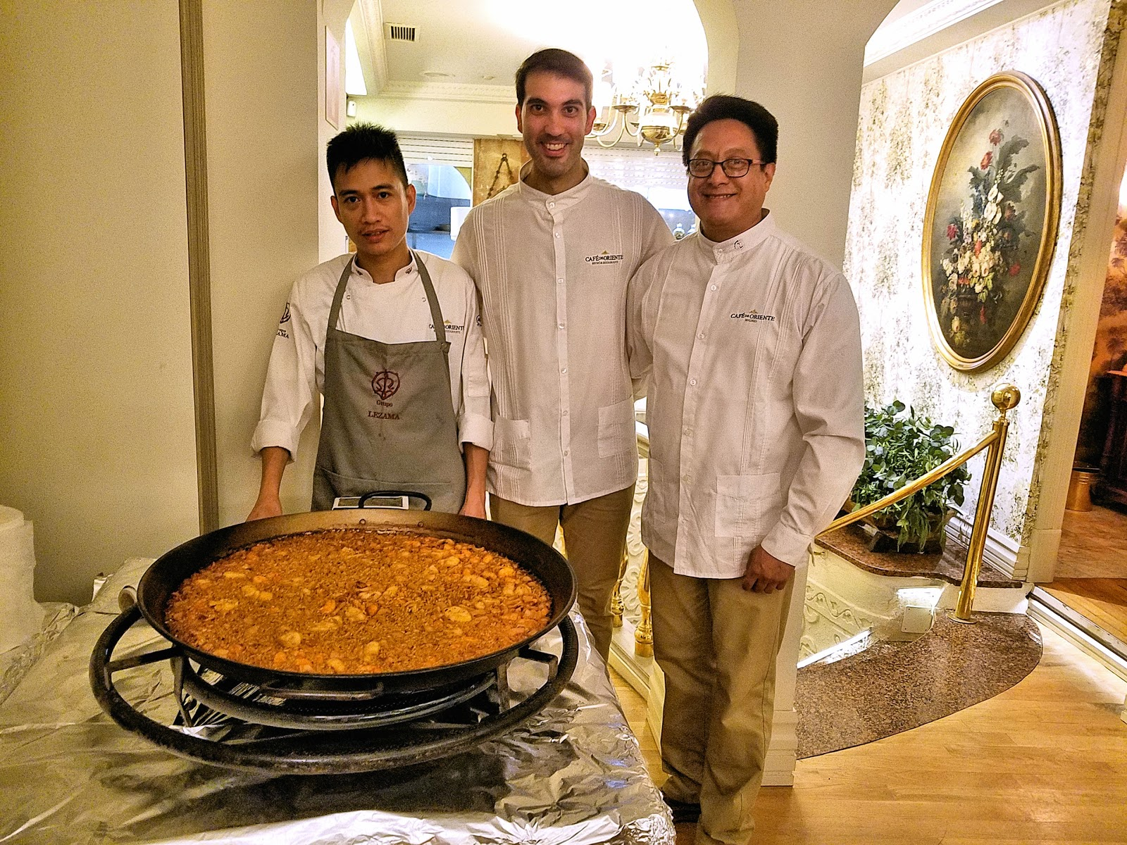 The most scrumptious and succulent seafood paella I have ever tasted was prepared in the largest kettle I've ever seen!