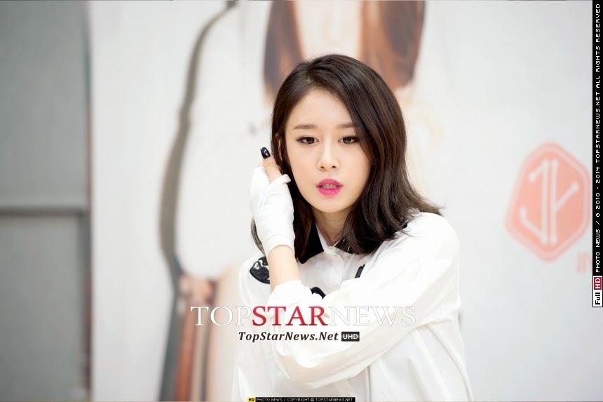 T-aras JiYeon at her PressCon for her first mini-album