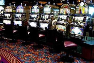 Изображение зала с игровыми автоматами