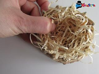 lana di legno per decorare cestino di pasqua