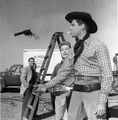 Juntos ante el peligro detrás de las cámaras - 1956