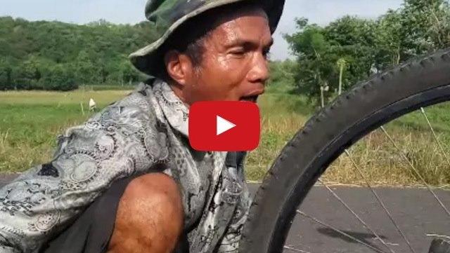 VIDEO: Di Balik Keterbatasan Mentalnya, Pak Kerno Ternyata Bisa Lantunkan Adzan Dengan Sangat Merdu