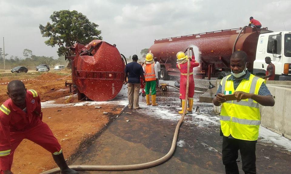 A Tanker Conveying Petrol Crashes Along Lagos-Ibadan Expressway - Photos