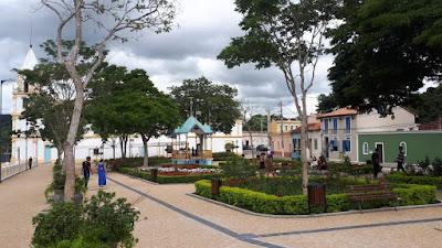 A praça da Igreja Matriz de Santana de Parnaíba foi restaurada recentemente.
