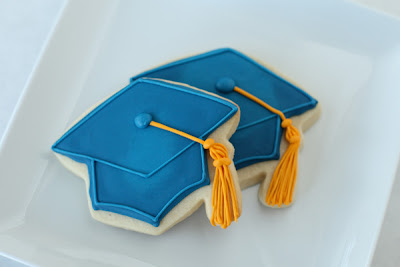 blue graduation cap cookies