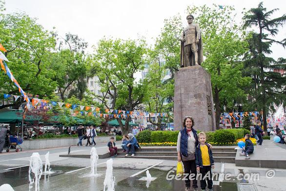Trabzon'da Atatürk meydanında oğlumla