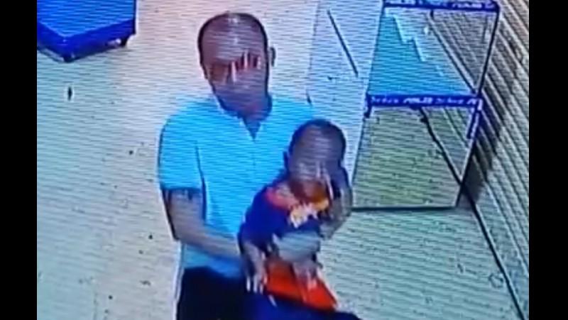 Tampang pelaku saat menculik anak di ITC Kuningan