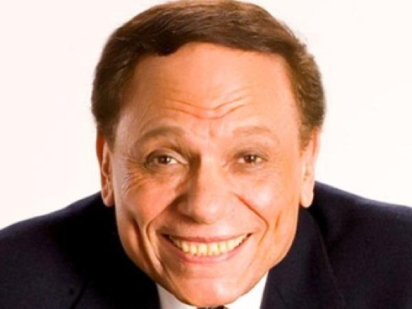 عاجل.. الزعيم عادل إمام يتأخر عن التكريم بسبب حادث سير فى تونس