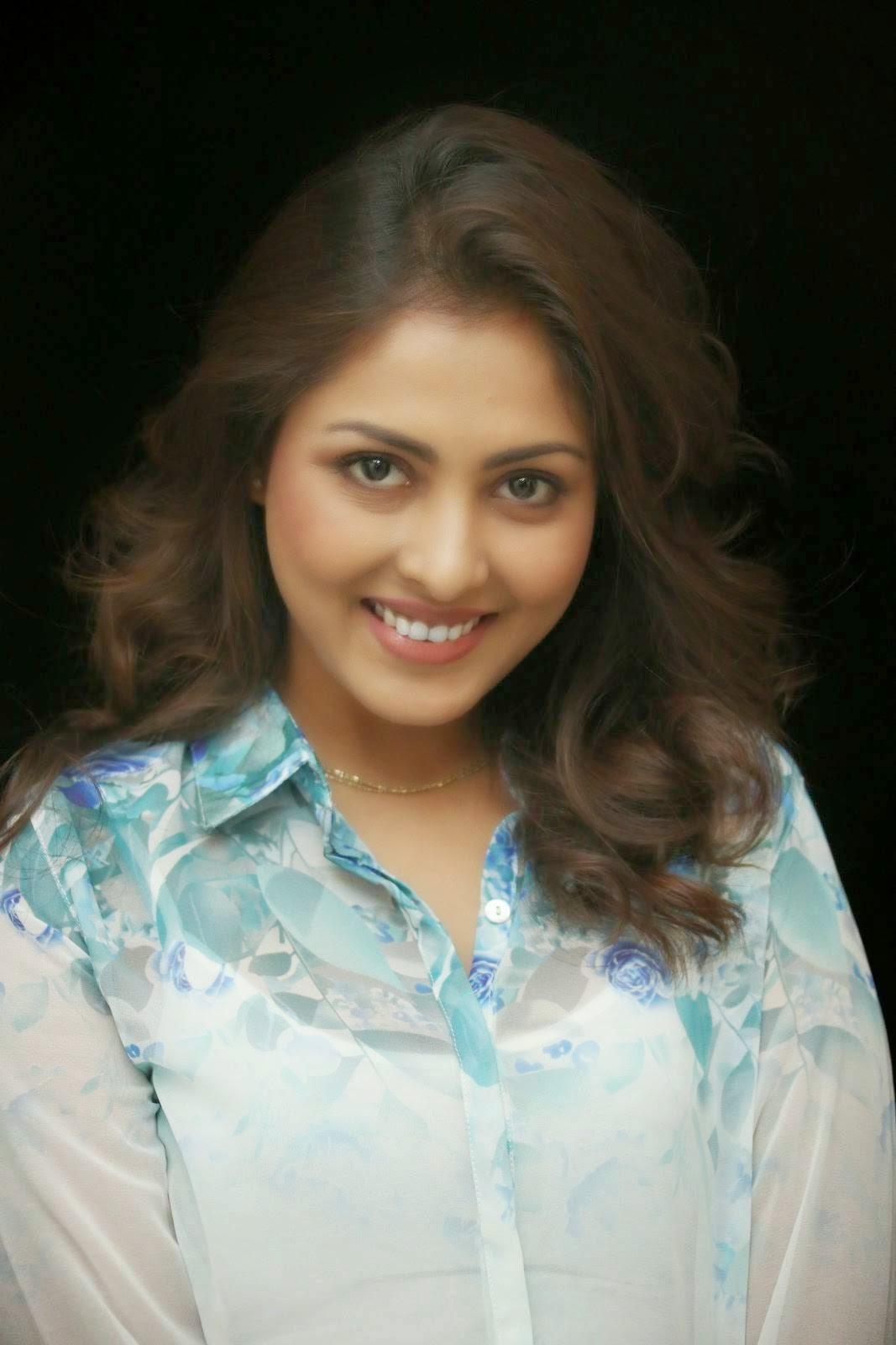 Actress Madhu Shalini Photo Gallery, Madhu Shalini Hot Face Close up images