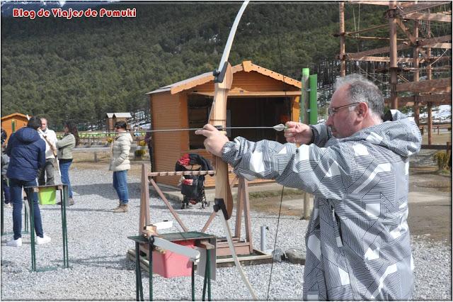 En Naturlandia, Andorra es posible practicar el tiro con arco entre otras muchas actividades