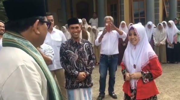 Begini Reaksi Prabowo Saat Bertemu Santri Jago Bahasa Arab & Inggris