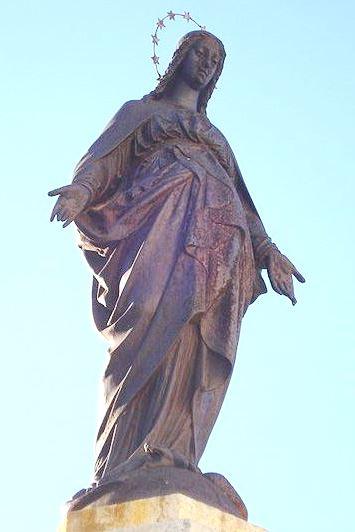 Estatua de la Inmaculada Concepción de cuerpo completo