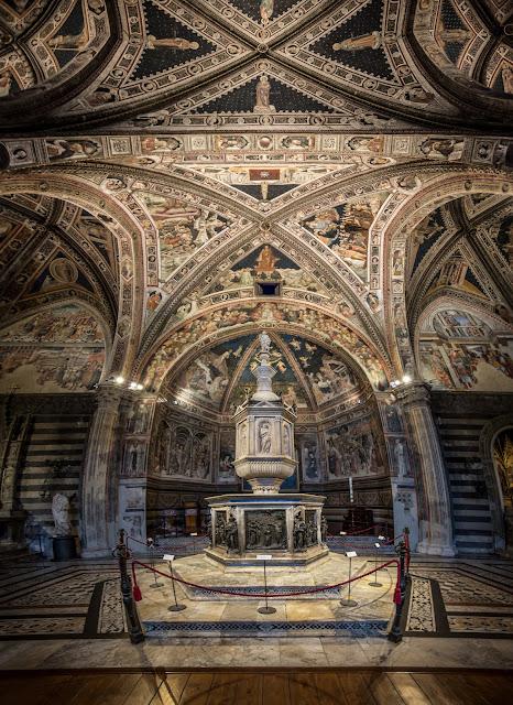 Pila bautismal del Baptisterio (di San Giovanni) de Siena :: Panorámica 7 x Canon EOS 5DMkIII | ISO800 | Canon 17-40@17mm | f/4.0 | 1/10s