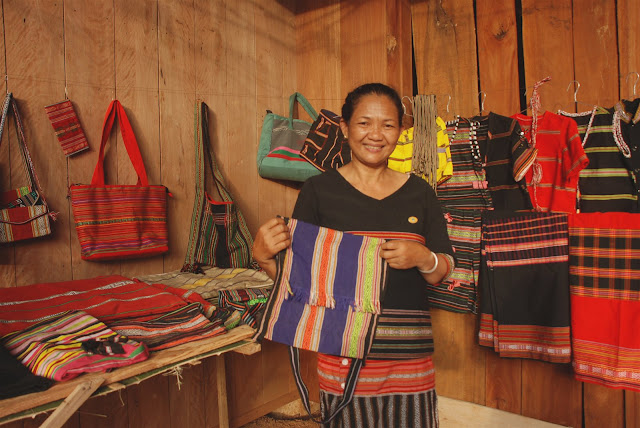 Ta Oi people's brocade weaving craft recognised as national cultural heritage 3