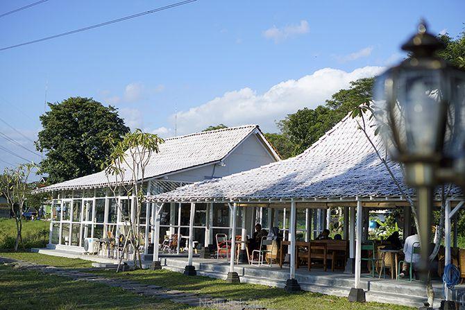 Dua Bangunan Utama di Kedai Marisini Coffee