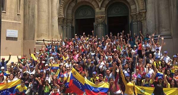 ¡SE NOS VA EL FUTURO! Venezolanos con mejores notas en prueba de selección universitaria en Chile