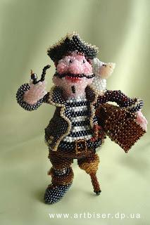 Игрушка из бисера пират