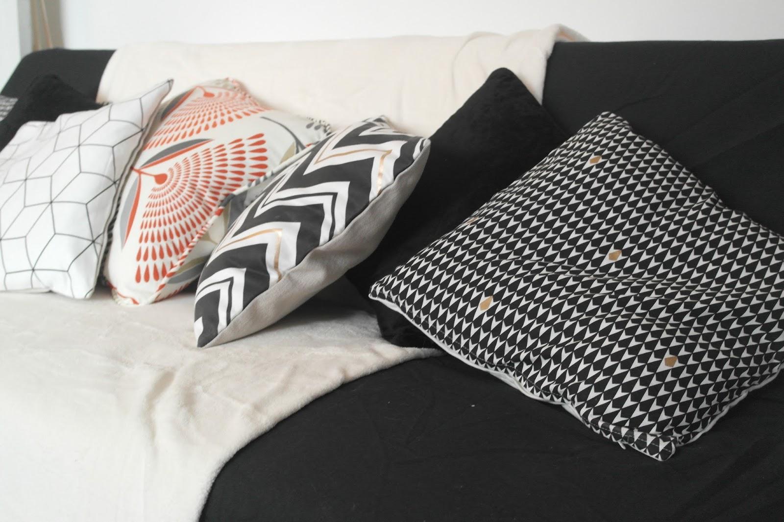 coussin deco babou. Black Bedroom Furniture Sets. Home Design Ideas