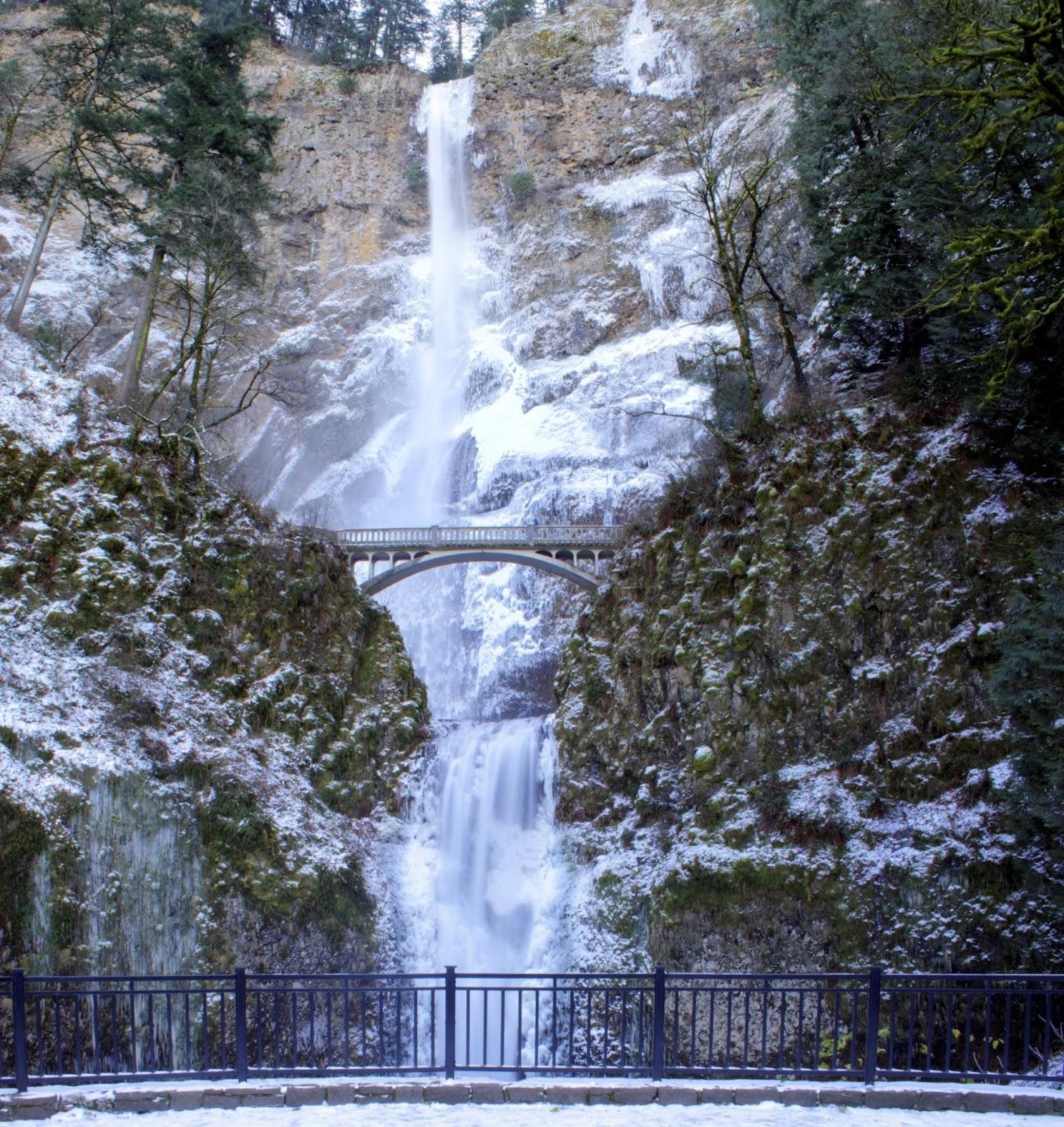Travel Trip Journey : Multnomah Falls, Oregon, USA