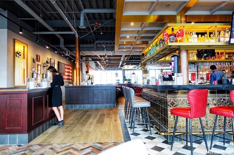 tgi fridays utrecht interior restaurant