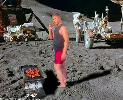 Lustiger Picdump Grillen auf dem Mond