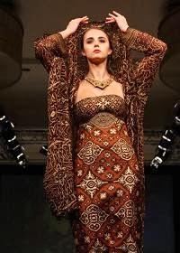 Batik Rancangan Ghea Panggabean