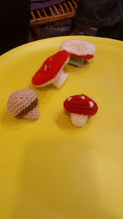 http://www.stillvauriens.com/tutos/tuto-la-dinette-en-crochet-12-les-champignons/comment-page-1/#comment-241565