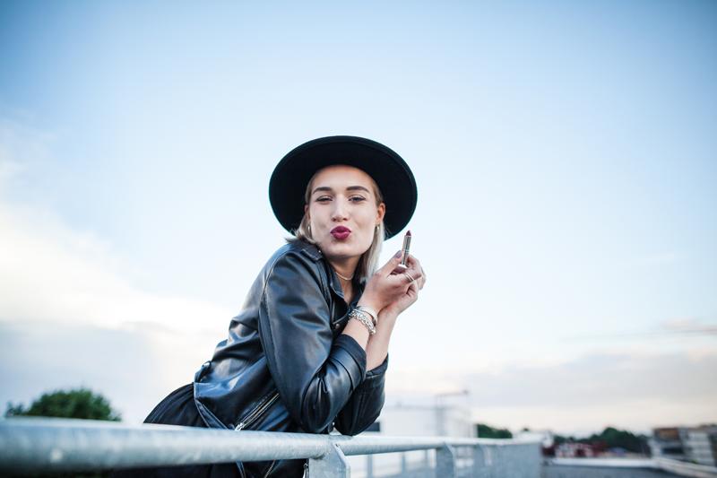 Beauty-Lipstick-Estee Lauder-Lippen-Make Up-Lips-Beautyblog-Fashionblog-Blogger-Beautyblogger-Pure Color Love-Munich-Muenchen-Lauralamode