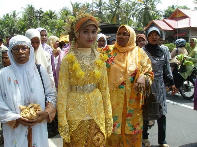 Intat dara baro Aceh dan adat istiadat Tueng dara baroe