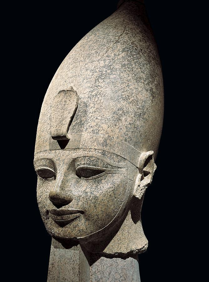 an analysis of the colossal head in ancient egypt A quartzite head, possibly of queen nefertiti, found in a work-shop at amarna, c1360 bce, is obviously near to completion (egyptian museum, cairo) it was probably intended to be part of a composite statue, and the top of the head has been shaped and left rough to take a crown or wig of another material.