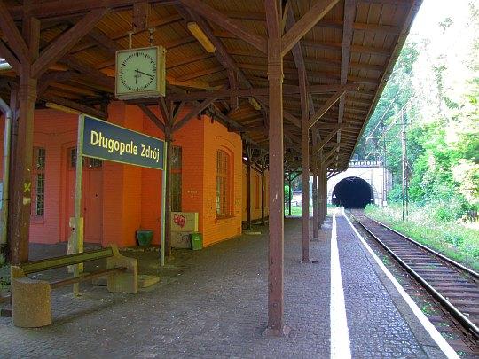 """Stacja kolejowa """"Długopole-Zdrój""""."""