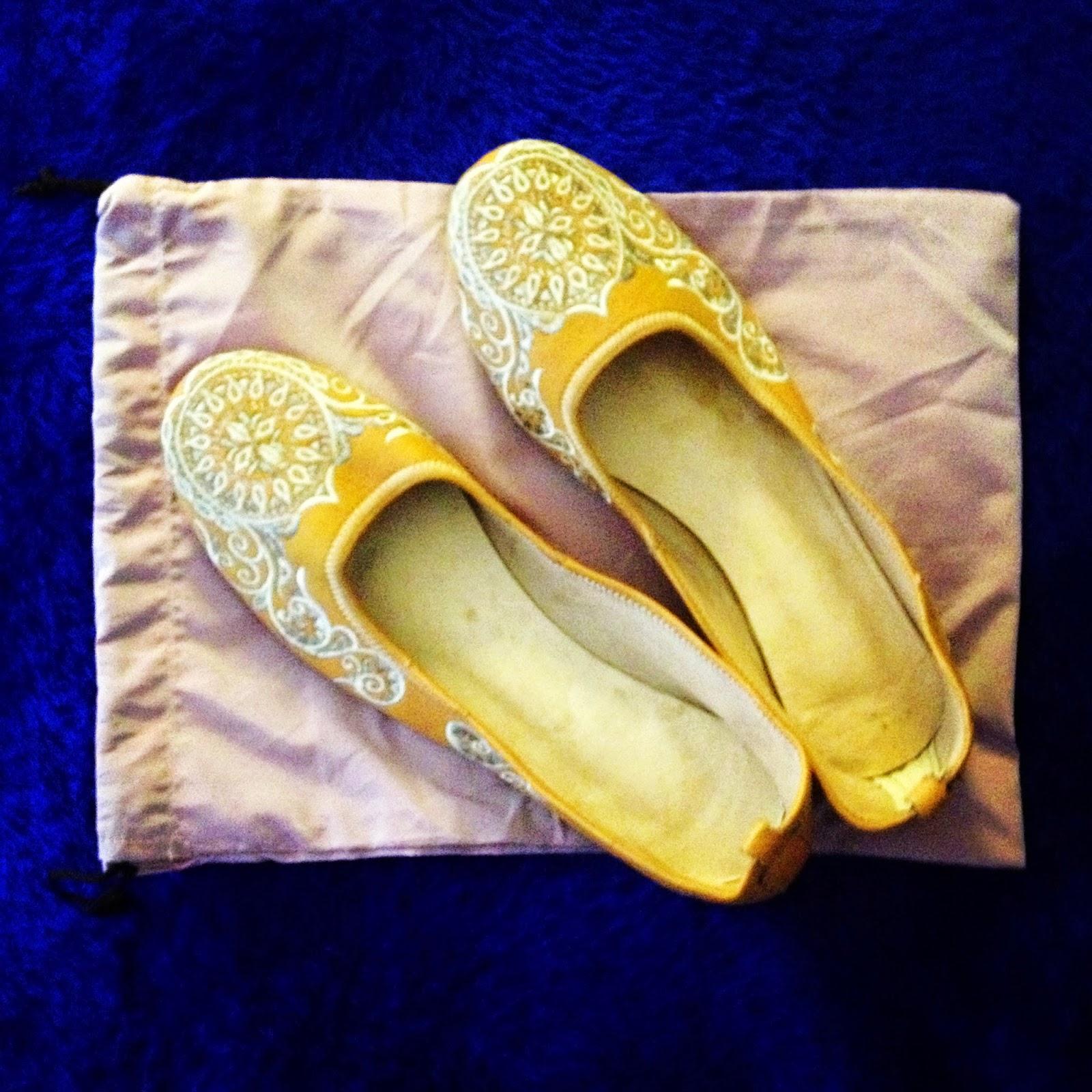 モロッコのフェズのスークで買った刺繍の入った革の靴の値段