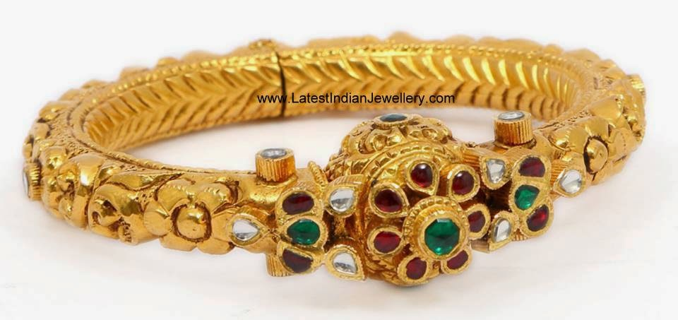 Antique Gold Kundan Kada Bangle