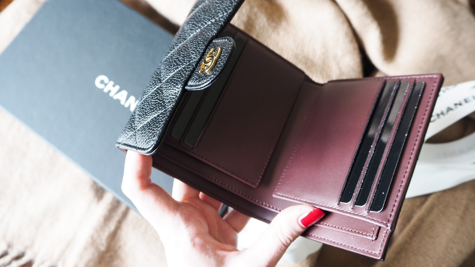 Inside of the Chanel classic small lamskin wallet, photos and review