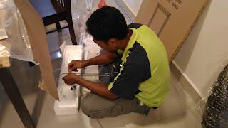 Warih Homestay : Membuka Bungkusan Rak Toiletries